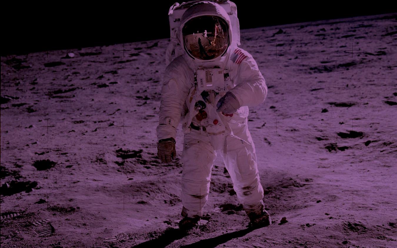 aw-biz-astronaut.02.tint_